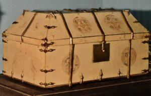 St Petrocs Church Bodmin -St Petrocs ivory and gold casket by Michael Garlick